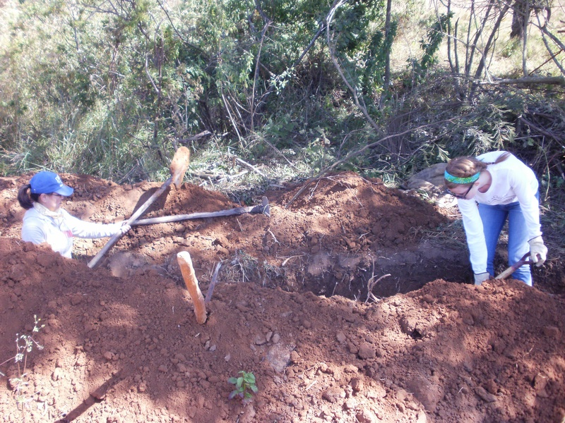 Digging the pipeline trench entirely with hand tools